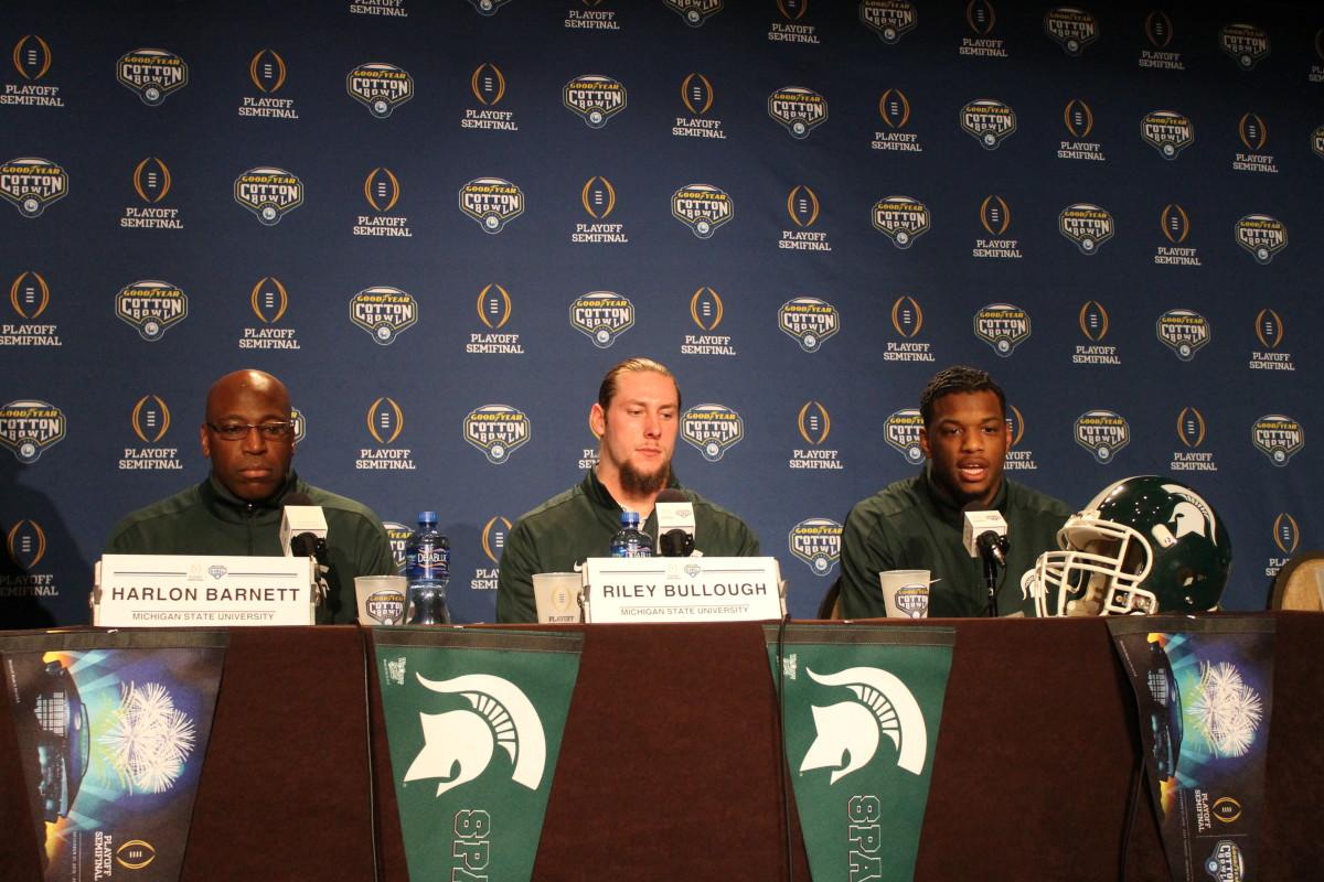 Harlon Barnett, Shilique Calhoun & Riley Bullough on dais at Cotton Bowl pre Alabama