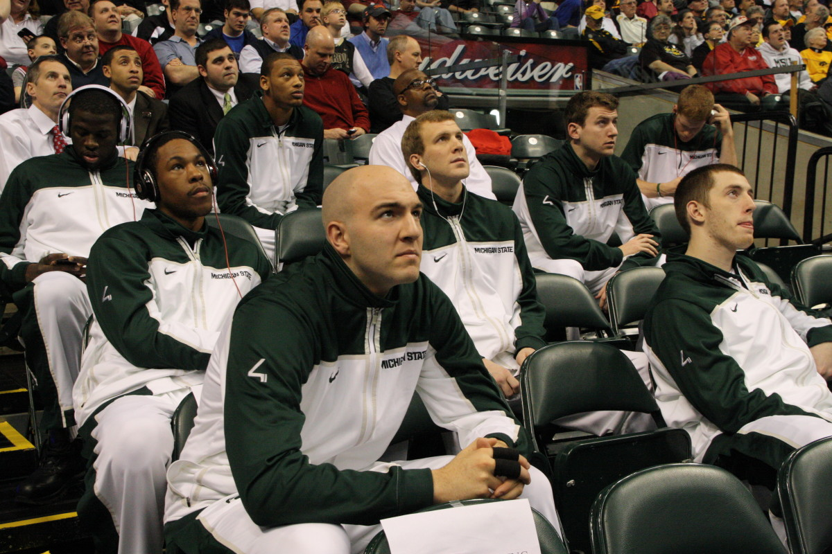 The Spartans are watching the Northwestern vs Minnesota game waiting for their turn.  Photo courtesy of Bill Marklevits.