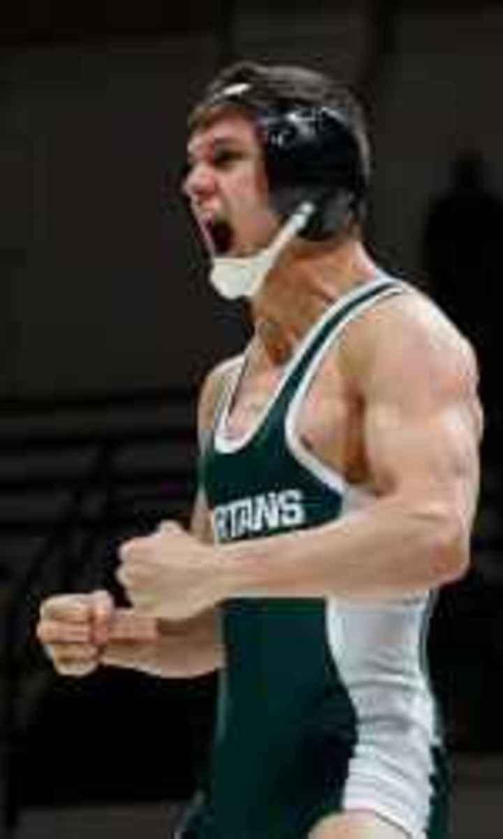 Eric Olanowski pins Sean Broyle at 125 pounds.  Photo courtesy of MSU SID.