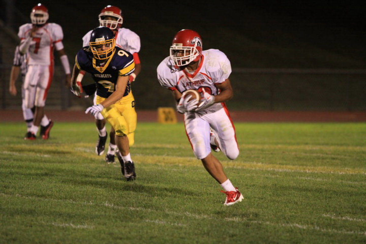 Lyles mix of speed, strenght and power makes him a top prospect.  Photo courtesy of Lyles.
