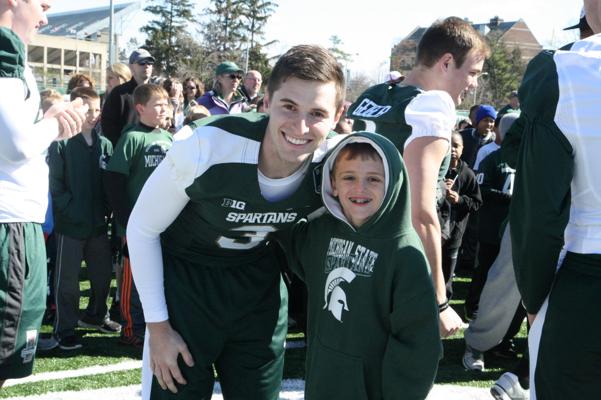 Mike Sadler and Duffy Carpenter at the 2014 MSU Football youth clinic.