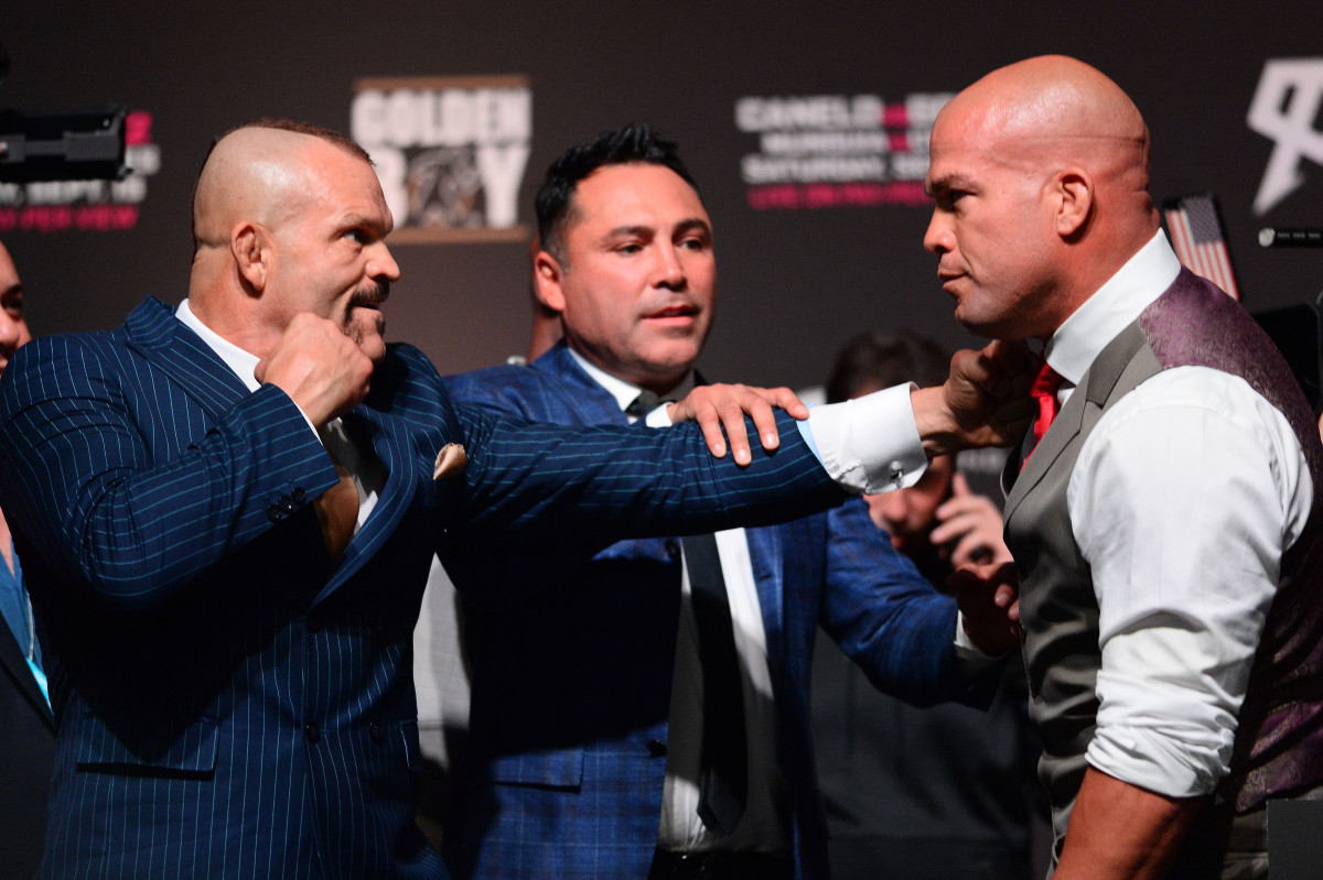 Fight promoter Oscar De La Hoya (center) gets in between Chuck Liddell (left) and Tito Ortiz while promoting their upcoming MMA bout at T-Mobile Arena.