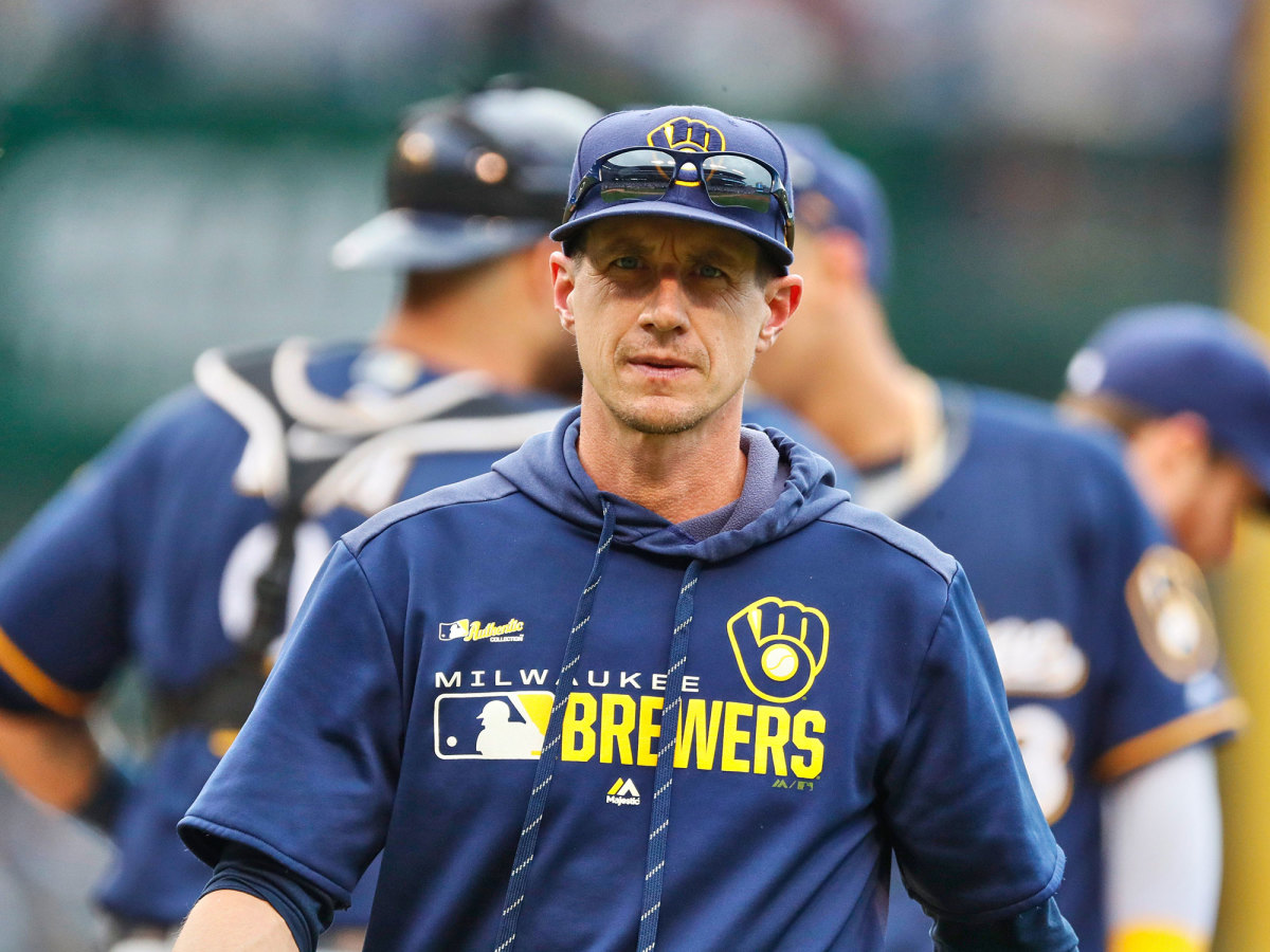 Craig Counsell walking off the pitching mound