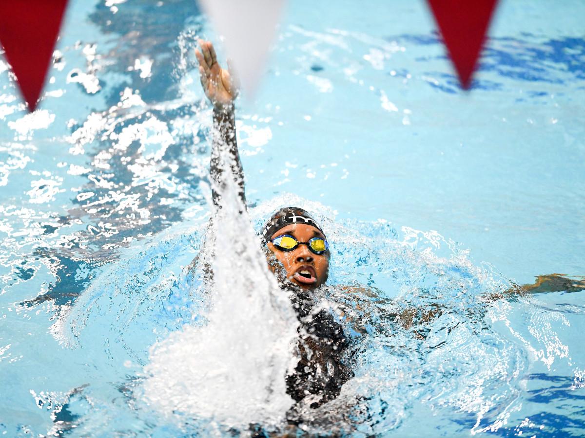 simone-manuel-swimmer