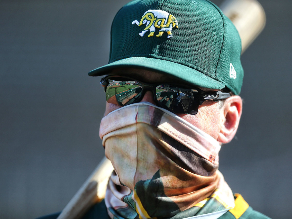A's manager Bob Melvin wearing a mask