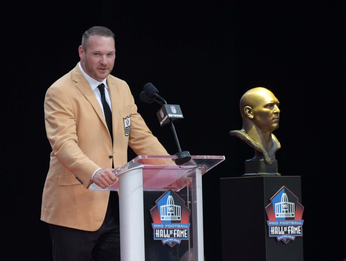 Brian Urlacher is the latest Bears linebacker to be immortalized in the Pro Football Hall of Fame.