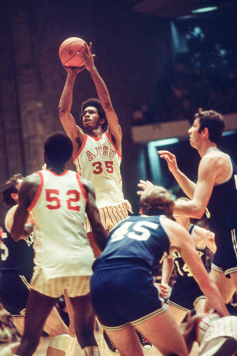 Williams headed south to Nashville in 1973 and lit up the NCAA.
