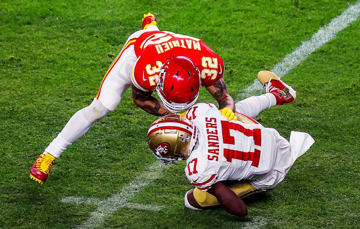 Tyrann Mathieu tackles Emmanuel Sanders in Super Bowl LIV