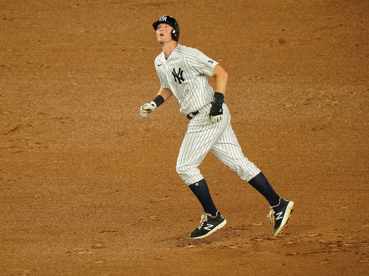DJ LeMahieu runs the bases
