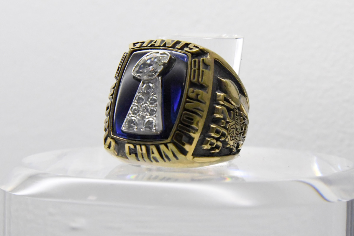 A view of Super Bowl XXI ring to commemorate the Giants' 39–20 victory over the Broncos at the Rose Bowl in Pasadena, Calif., on Jan. 25, 1987.