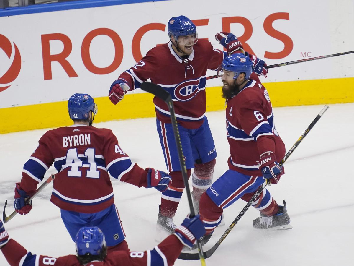 Montreal Canadiens defenseman Shea Weber (C) (6) congratulates forward Artturi Lehkonen (62) on scoring the game winning goal against the Pittsburgh Penguins