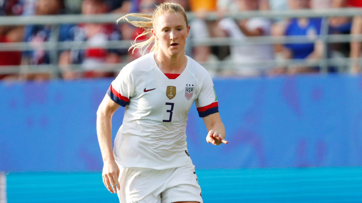 USWNT Star Sam Mewis Signs With Man City Women