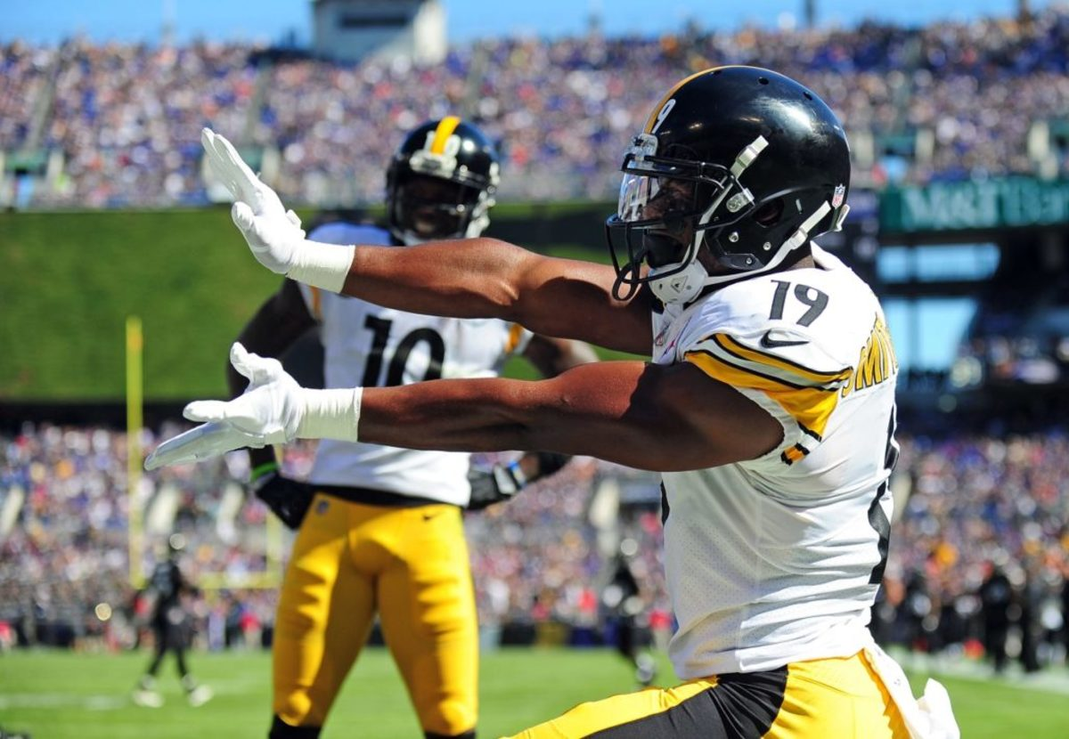 Oct 1, 2017; Baltimore, MD, USA; Pittsburgh Steelers wide receiver JuJu Smith-Schuster (19) celebrates after scoring a touchdown in the second quarter against the Baltimore Ravens at M&T Bank Stadium. Mandatory Credit: Evan Habeeb-USA TODAY Sports