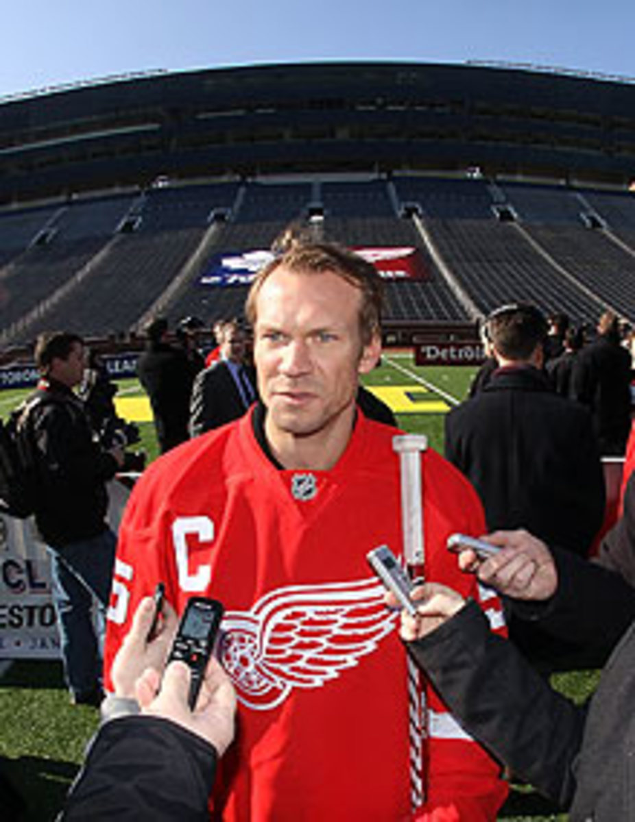 Nicklas Lidstrom's Red Wings will face off against the Maple Leafs in front of a huge crowd at the 2013 Winter Classic.