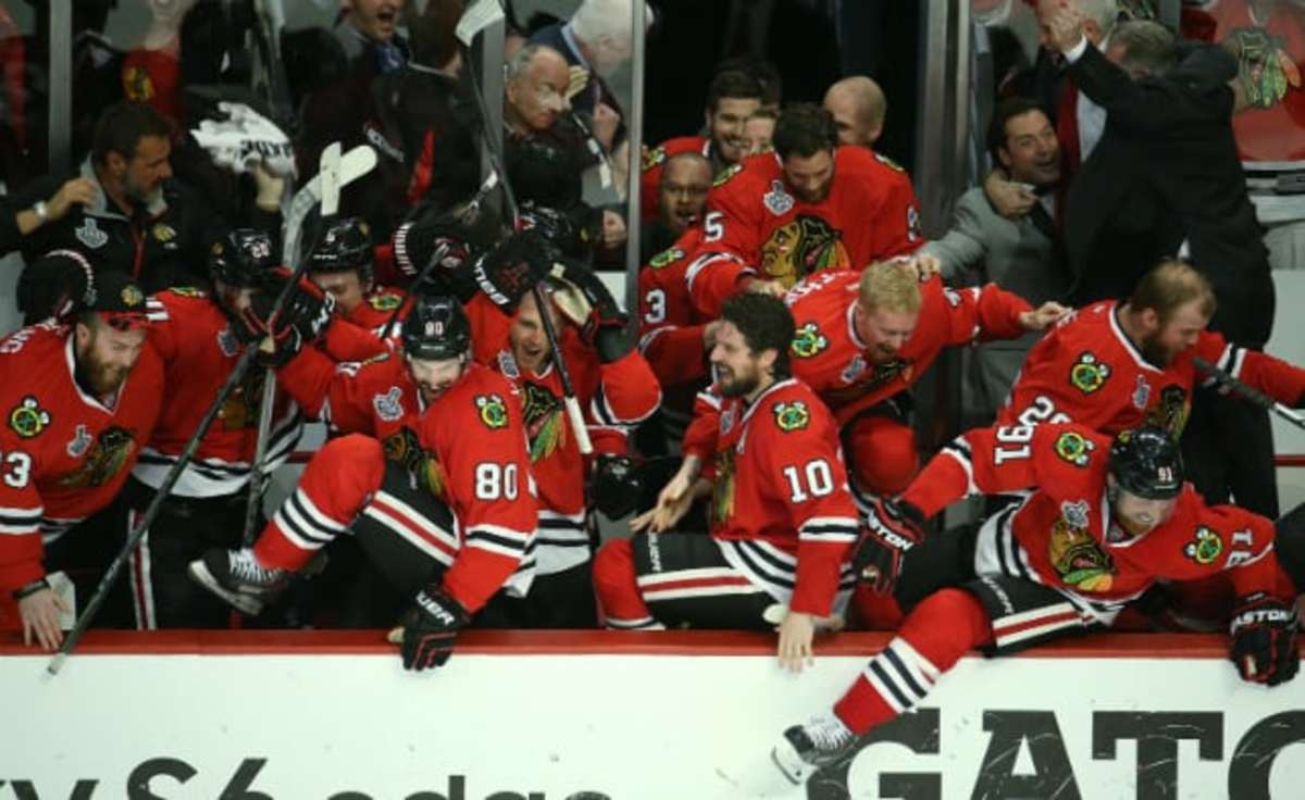 Blackhawks leave bench Chicago Tribune News Service