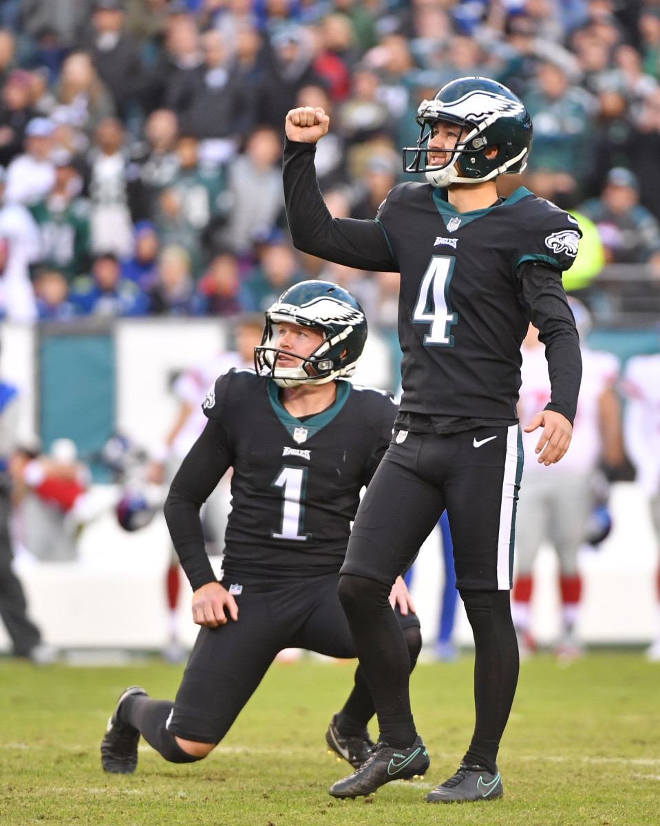 Eagles kicker Jake Elliott (4) reacts after 43-yard field goal late in the fourth quarter against the Giants at Lincoln Financial Field.