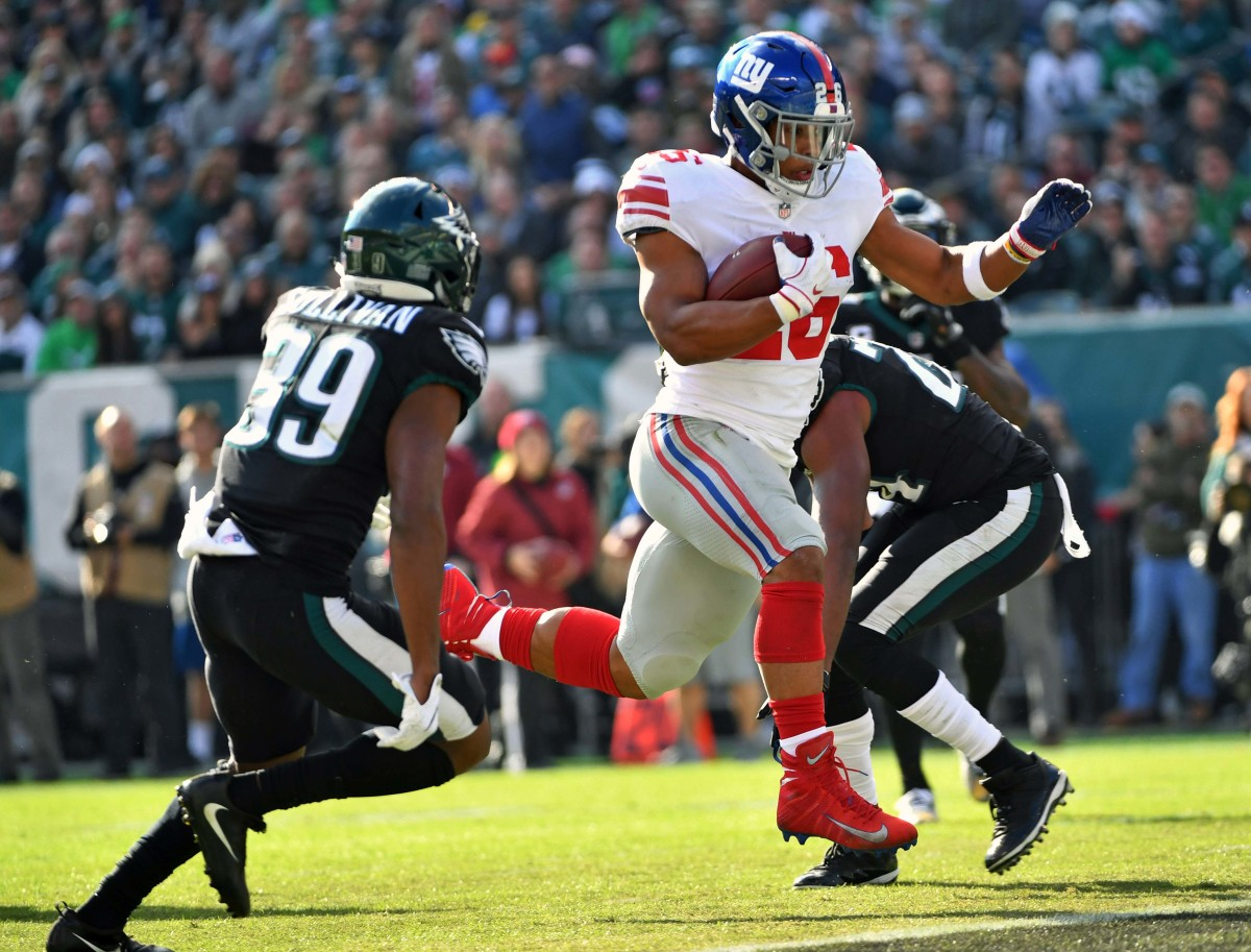 Giants running back Saquon Barkley (26) scores on a 13-yard touchdown catch against the Eagles during the first quarter at Lincoln Financial Field, Nov. 25, 2018.