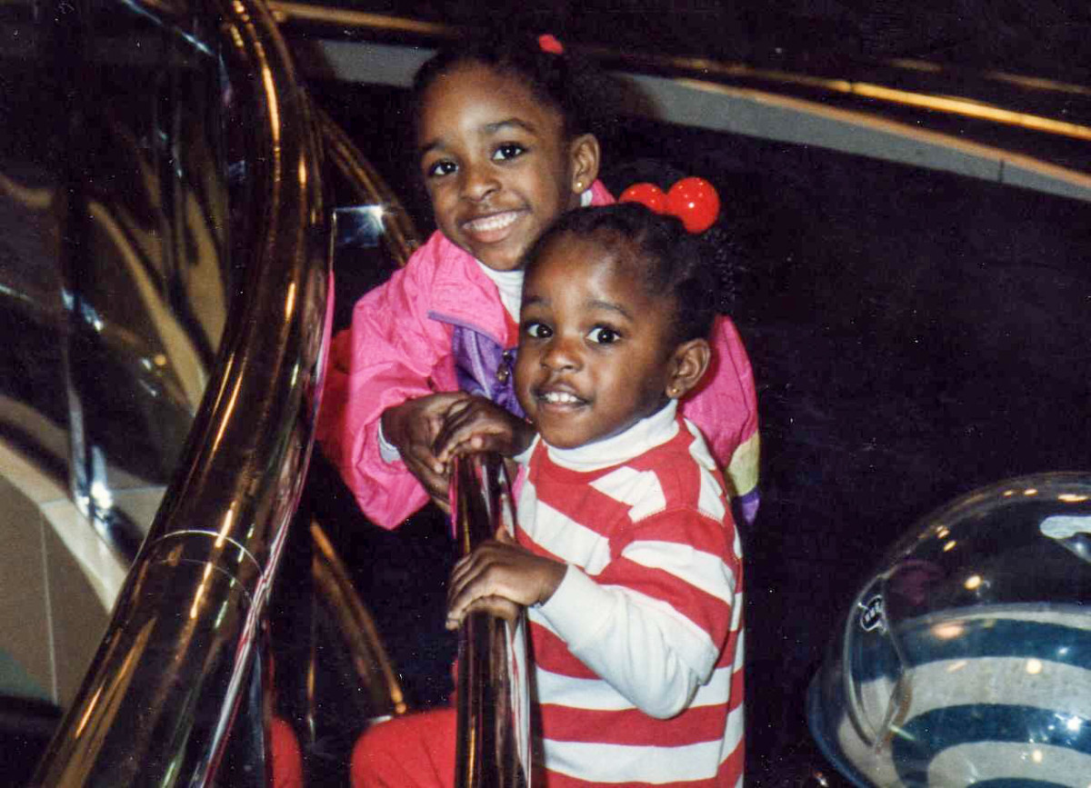 An old picture of Nneka and Chiney Ogwumike as kids