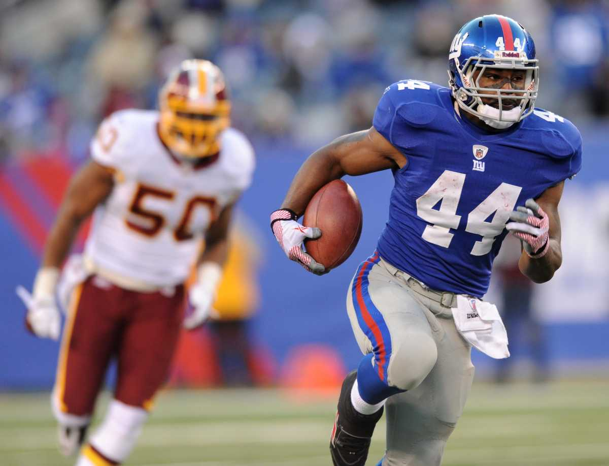 Giants running back Ahmad Bradshaw (44) breaks loose during a game against the Washington Football Team at MetLife Stadium.