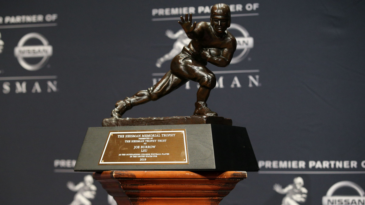 heisman-trophy-should-be-delayed