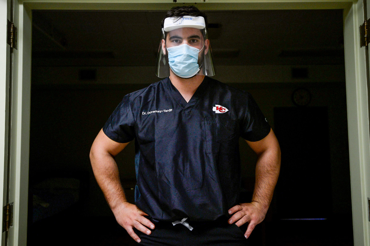 Laurent Duvernay-Tardif portait, wearing protective shield as he prepared to help patients during COVID pandemic