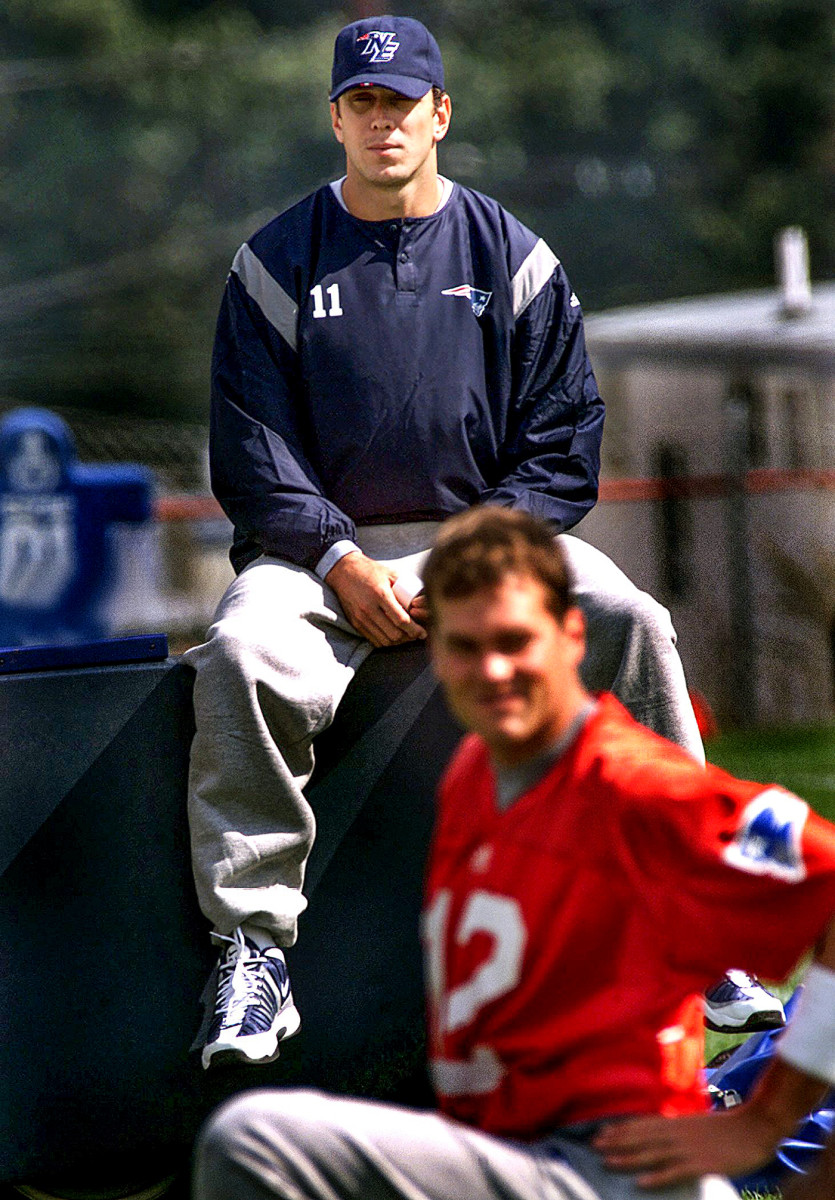 After injury, Drew Bledsoe looks on as Tom Brady stretches during a Patriots practice