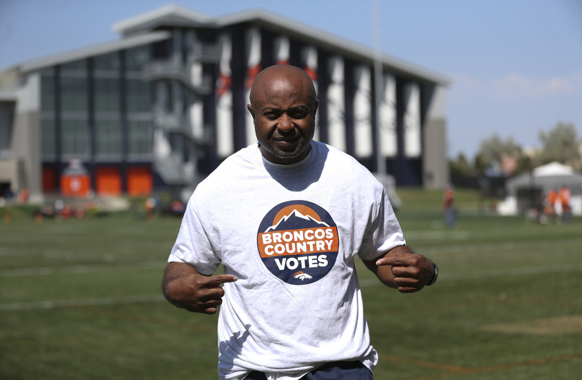 """Portrait of Curtis Modkins, Broncos runnings backs coach, in a """"Broncos Country Votes"""" t-shirt"""