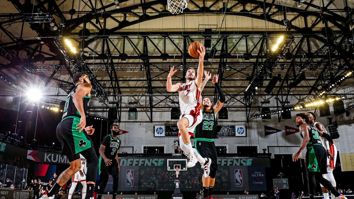Goran Dragic jumps to the hoop