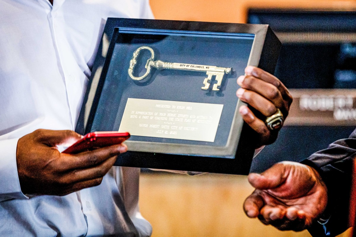 Kylin Hill receives a key to the city in Columbus, Miss.