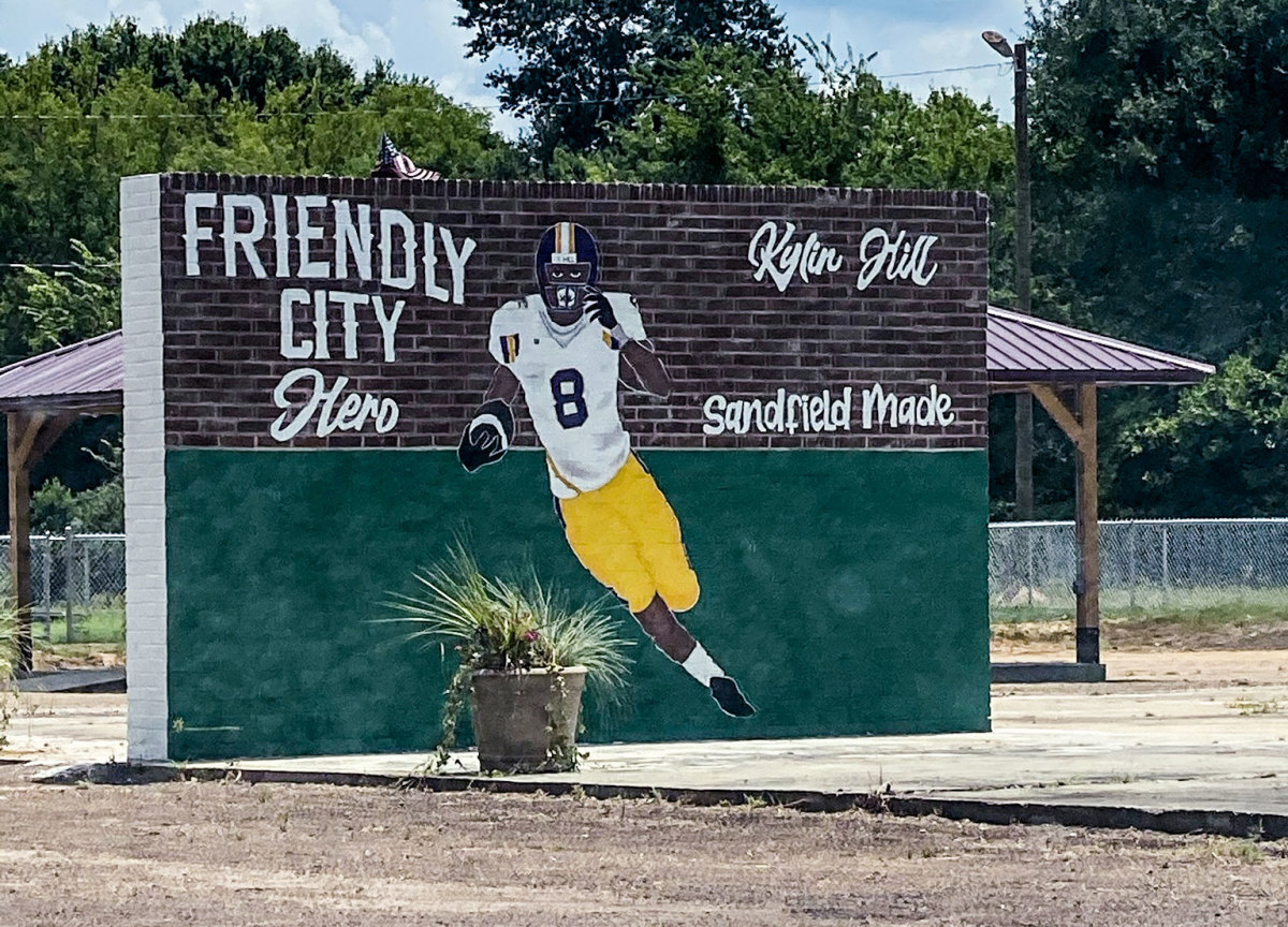 A mural of Kylin Hill in his hometown of Sandfield