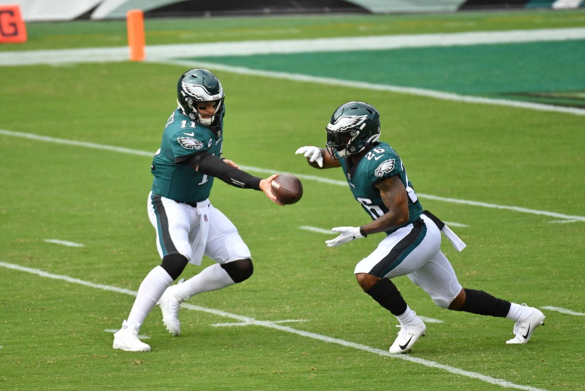 Miles Sanders takes handoff from Carson Wentz against Bengals