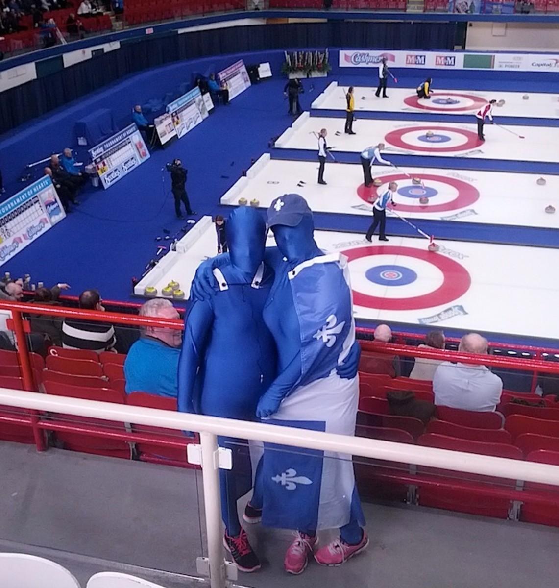 Curling Morphs in Quebec!