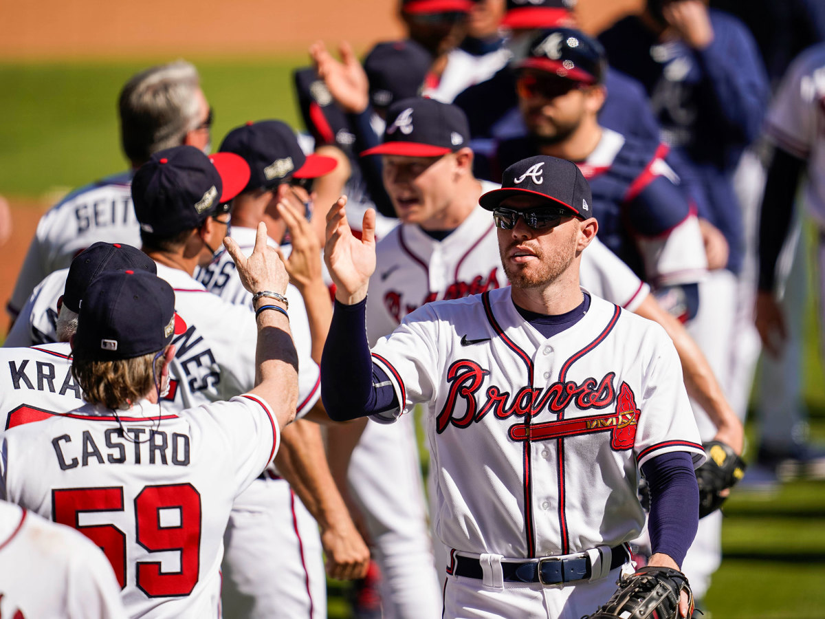 Braves celebrate after beating Reds