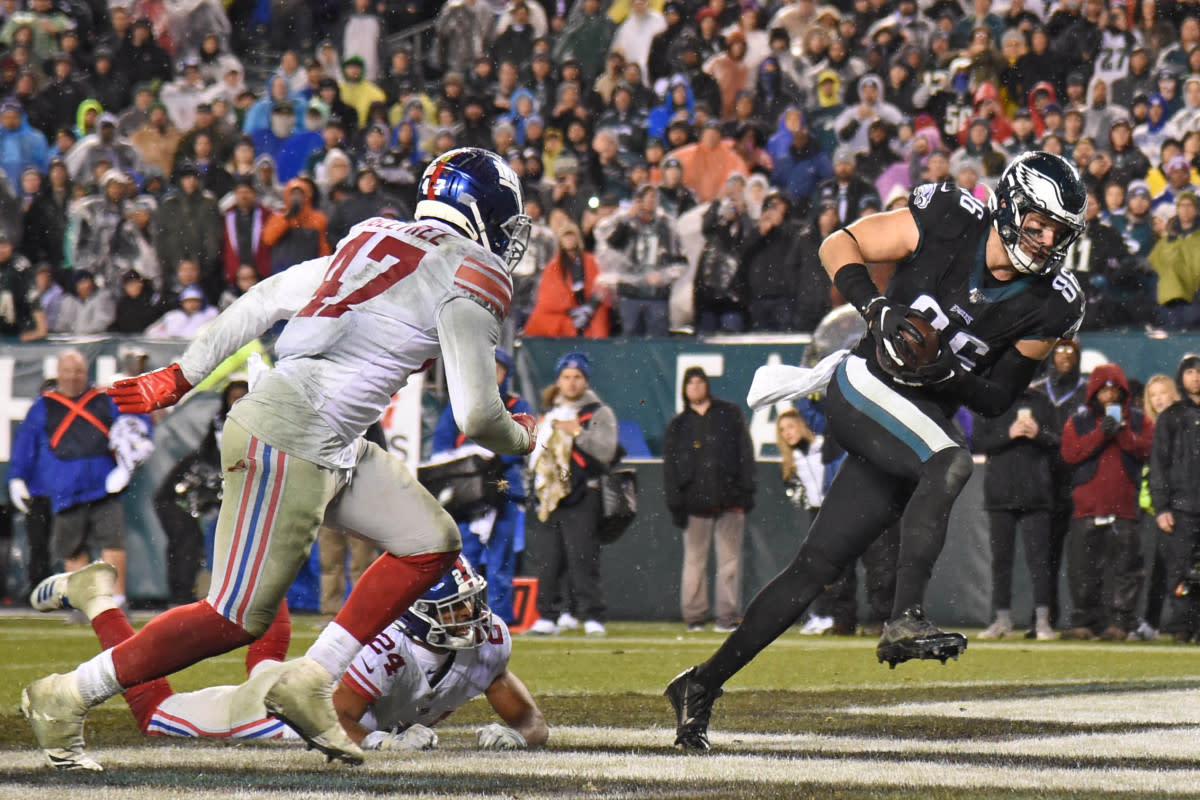 Eagles tight end Zach Ertz (86) catches a two-yard touchdown pass during the fourth quarter against Giants cornerback Julian Love (24) and outside linebacker Alec Ogletree (47) at Lincoln Financial Field.