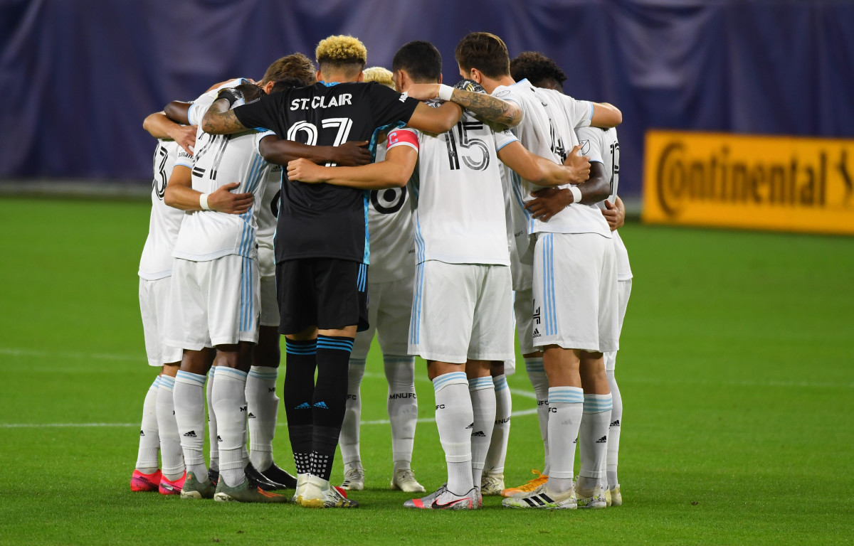 Minnesota United players huddle before the match against the Nashville SC at Nissan Stadium.