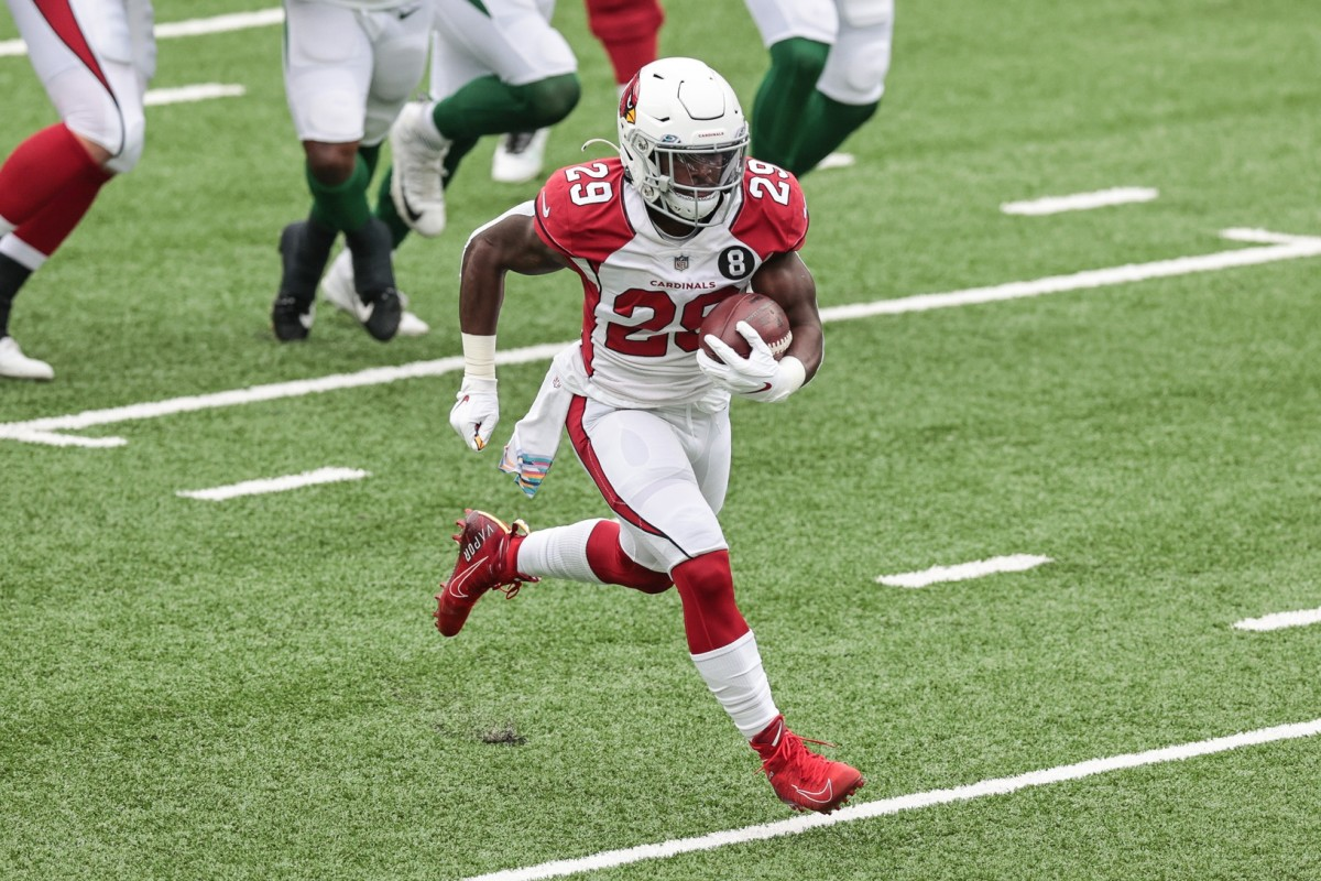 Arizona Cardinals running back Chase Edmonds (29) rushes for a touchdown during the first half against the New York Jets at MetLife Stadium.