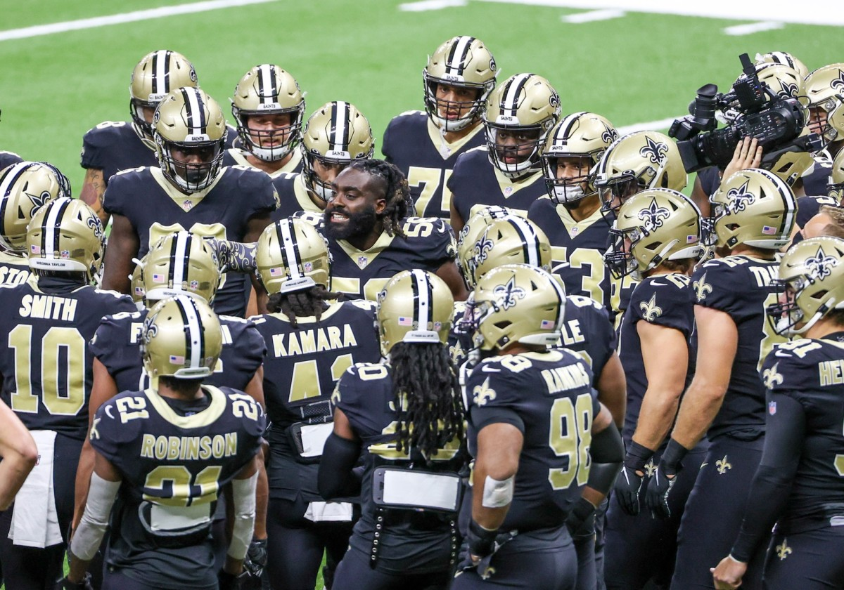 Sep 27, 2020; New Orleans, Louisiana, USA; New Orleans Saints linebacker Demario Davis (56) huddles with the team prior to kickoff against the Green Bay Packers at the Mercedes-Benz Superdome. Mandatory Credit Derick E. Hi