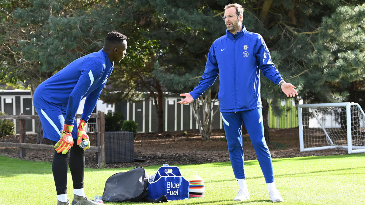 Chelsea Names Retired GK Petr Cech to Champions League Roster