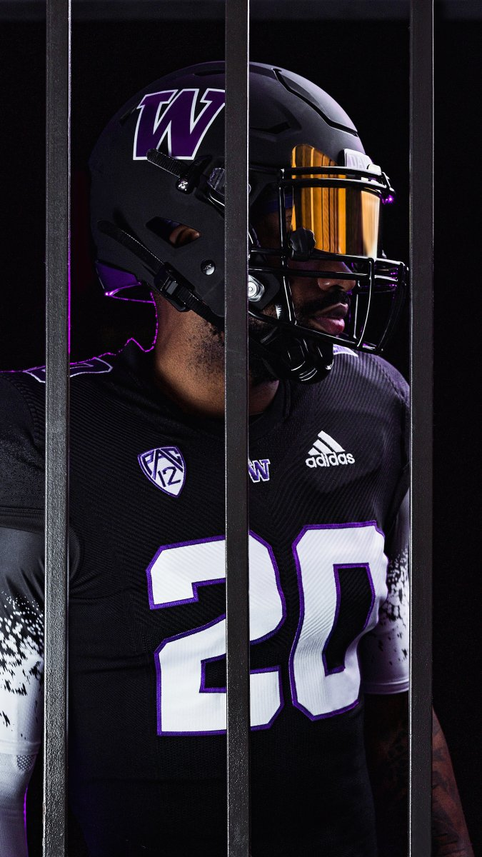 Huskies Dress for Success with New Uniforms - Sports Illustrated ...