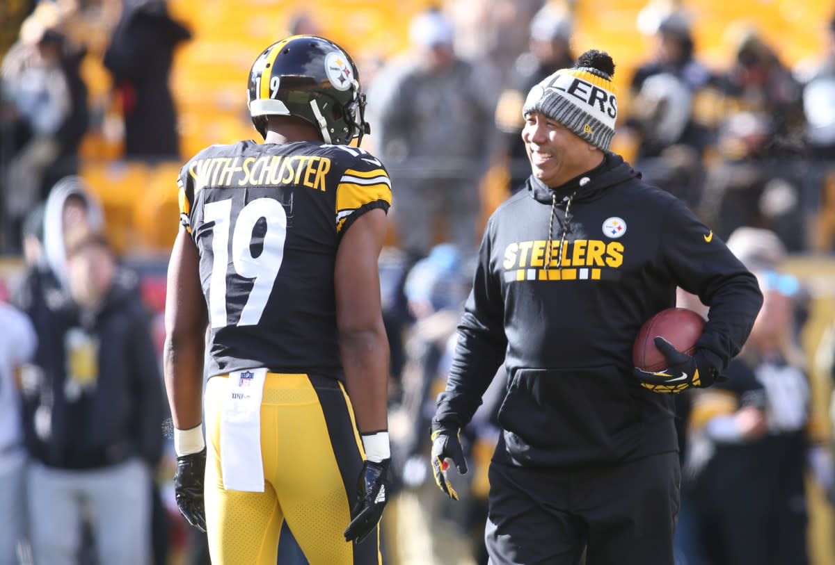 Steelers wide receiver JuJu Smith-Schuster (19) talks with former receiver Hines Ward before playing the Jaguars in the 2018 AFC Divisional Playoff game.