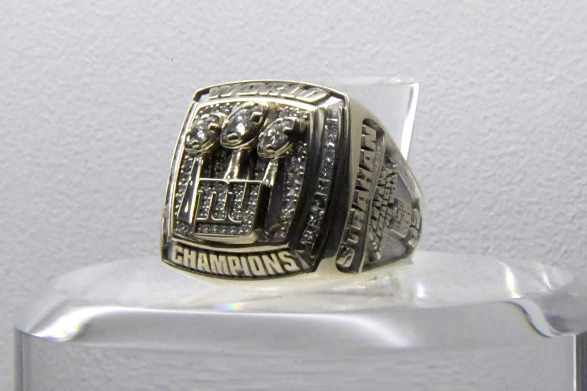 Super Bowl XLII ring to commemorate the Giants' 17–14 victory over the Patriots at University of Phoenix Stadium.