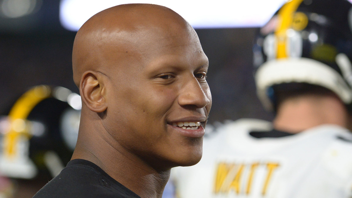 Ryan Shazier smiles while on the sideline during a 2019 game