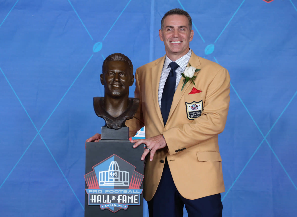 Kurt Warner—former quarterback for the Rams, Giants and Cardinals—poses with his bust during the Hall of Fame enshrinement ceremonies at the Tom Benson Hall of Fame Stadium, Aug. 5, 2017.