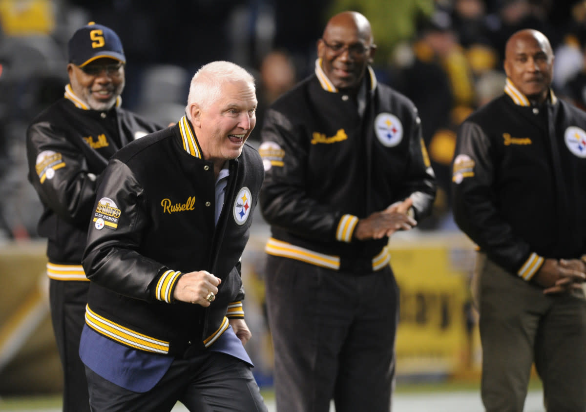 Former Steelers linebacker Andy Russell acknowledges the crowd during a halftime recognition for the Steelers Hall of Honor at Heinz Field in 2017.