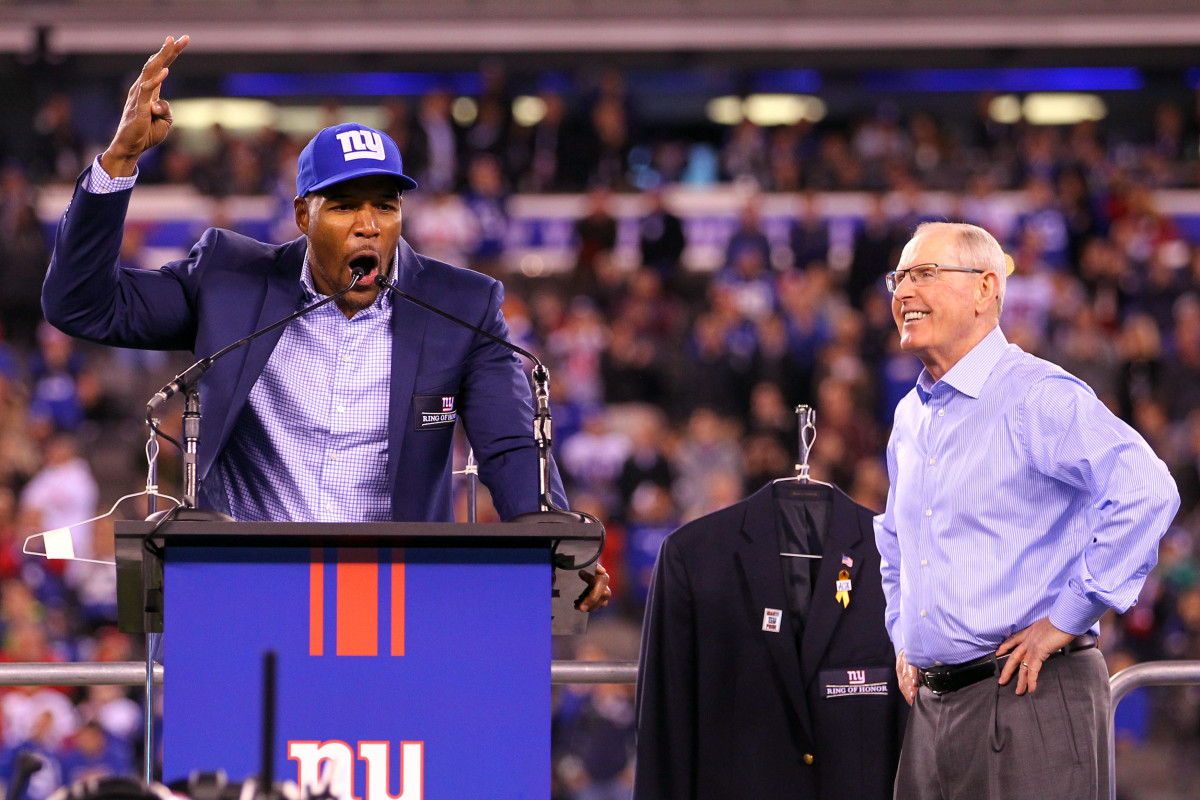 Former Giants player Michael Strahan introduces Tom Coughlin during the Giants Ring of Honor induction ceremony during a 2016 game at MetLife Stadium.