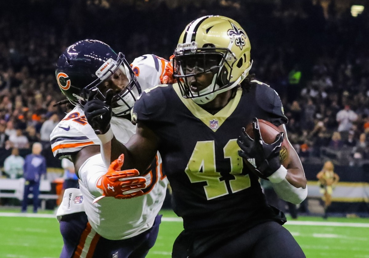 Oct 29, 2017; New Orleans, LA, USA; New Orleans Saints running back Alvin Kamara (41) runs past Chicago Bears linebacker Pernell McPhee (92) for a touchdown during the first quarter of a game at the Mercedes-Benz Superdome. Mandatory Credit: Derick E. Hingle-USA TODAY