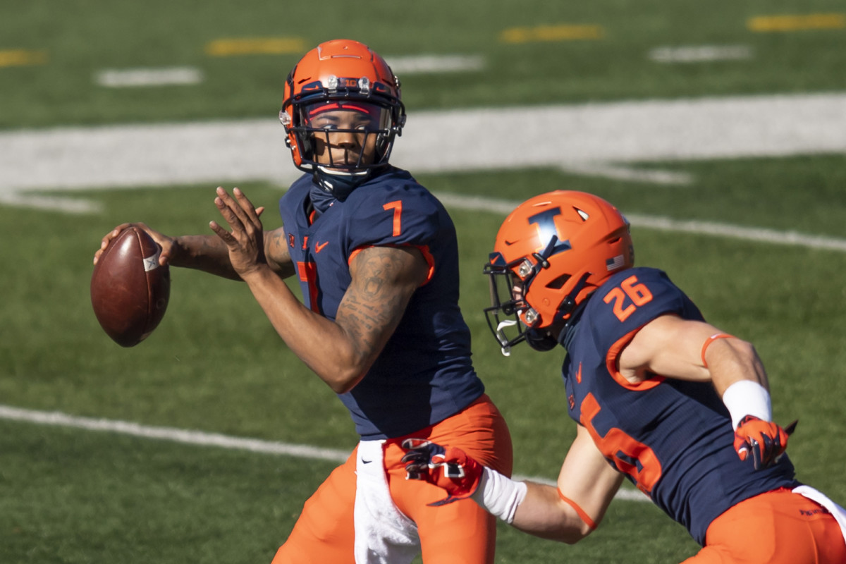 Illinois quarterback Coran Taylor had 305 total yards (273 passing and 32 rushing) and two touchdowns but also four turnovers.