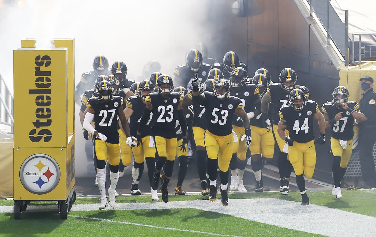 The Steelers take the field for a 2020 game against the Browns.