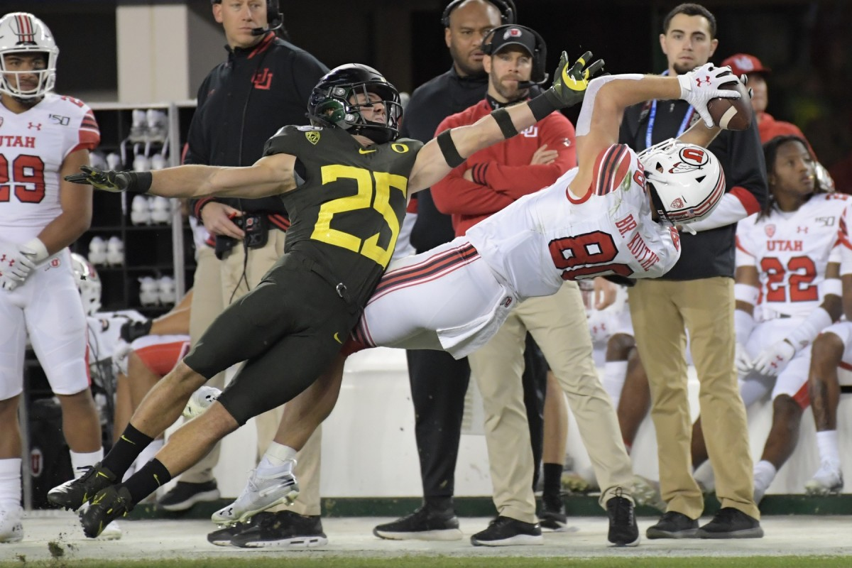 Dec 6, 2019; Santa Clara, CA, USA; Utah Utes tight end Brant Kuithe (80) catches a pass against Oregon Ducks safety Brady Breeze (25) during the first half of the Pac-12 Conference championship game at Levi's Stadium.