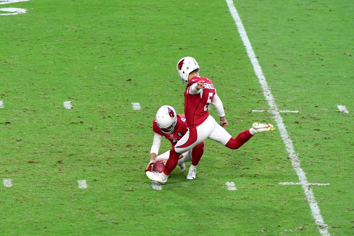 Arizona Cardinals kicker Zane Gonzalez (5) kicks a field goal during the second half against the Miami Dolphins at State Farm Stadium.
